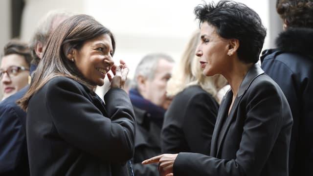 La maire de Paris (PS) Anne Hidalgo et la maire (LR) du 7e arrondissement de la capitale Rachida Dati, le 19 octobre 2016 à Paris.