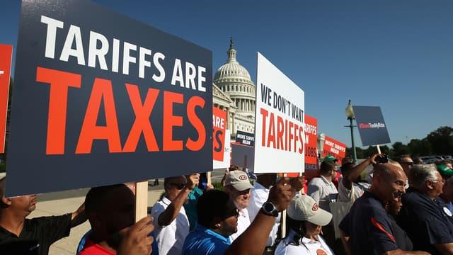 Des salariés de l'automobile américaine manifestent devant le Capitole contre les menaces de droits de douane en juillet 2018.