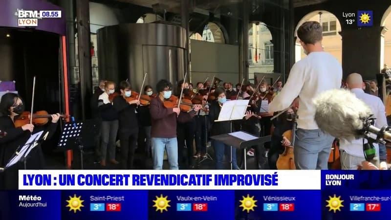 Un concert improvisé par l'Orchestre national de Lyon devant l'opéra
