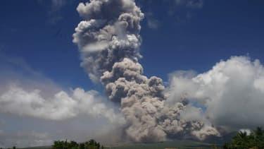 Le voclan Mayon situé sur l'île de Luçon, le 22 janvier 2018