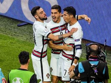 Cristiano Ronaldo fêtant l'un de ses deux buts contre la Hongrie