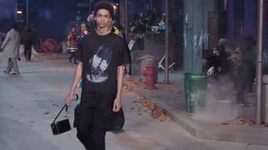 Un mannequin pendant le défilé Louis Vuitton prêt-à-porter homme automne/hiver 2019