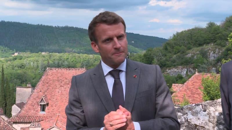 """Emmanuel Macron s'oppose à la vaccination obligatoire """"à ce stade"""""""