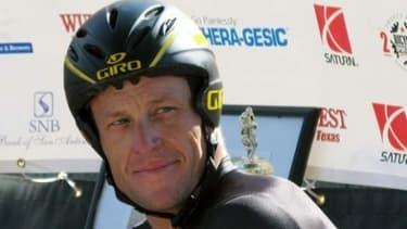Lance Armstrong se voit réclamer 1,2 million d'euros par l'habdomadaire britannique The Sunday Times.