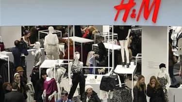 H&M a fait appel à la marque de mode Lanvin pour dessiner sa nouvelle collection de vêtements, qui sera lancée le 23 novembre dans environ 200 magasins H&M dans le monde. /Photo d'archives/REUTERS/Denis Sinyakov
