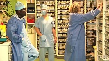 Personnels soignants à l'hôpital de Châteauroux après le drame.