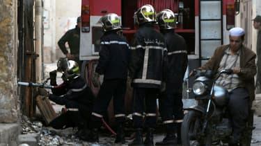 Des pompiers algériens lors d'une intervention en 2014 (illustration)