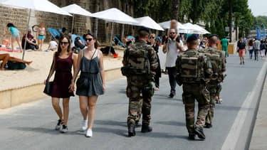 Des soldats de l'opération Sentinelle à Paris Plages, le 22 juillet 2016 à Paris.