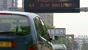 Trois portiques mesurant la pollution des véhicules ont été installés dans Paris. (image d'illustration)