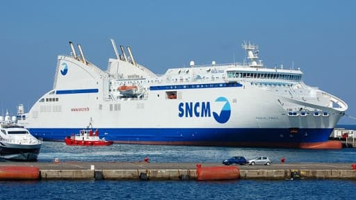 Les paquebots de la SNCM, bloqués à quai depuis six jours, pénalisent peu le trafic de voyageurs mais plus celui du fret.