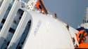 Les recherches ont repris jeudi matin dans l'épave du Costa Concordia à la faveur d'une amélioration des conditions météorologiques. /Photo prise le 19 janvier 202/REUTERS/Paul Hanna