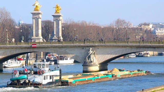 Utiliser les fleuves pour la logistique urbaine, permet de franchir la zone dense, coûteuse et polluante.