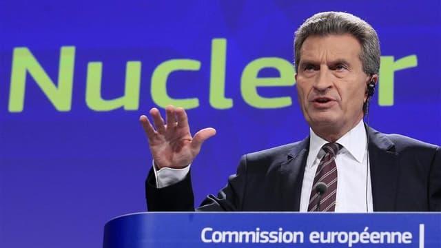 Le commissaire européen à l'Energie, Günther Öttinger. Après une série d'inspections dans l'UE, la Commission européenne a affirmé que les autorités de contrôle et les opérateurs de centrales nucléaires devraient agir dès maintenant pour améliorer la sécu