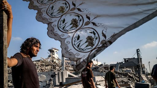 Des Gazaouis profitent du cessez-le-feu pour rentrer chez eux, le 6 août 2014.