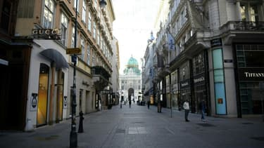 Une rue commerçante vide à Vienne, en Autriche, le 17 novembre 2020