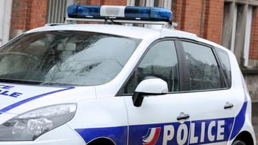 Un véhicule de police.