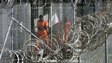 Des prisonniers à Guantanamo, en janvier 2002