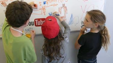 23 organisations de défense des droits numériques et de protection de l'enfance accusent YouTube de collecter les informations personnelles de mineurs sans que les parents le sachent