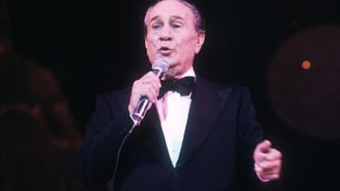 "Tino Rossi chante ""Petit Papa Noël"""