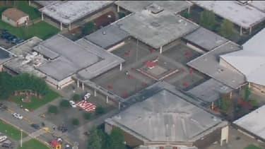 Le bilan de la tuerie qui a eu lieu dans un lycée il y a deux semaines près de Seattle s'est alourdi à 5 morts, une des victimes succombant vendredi à ses blessures.
