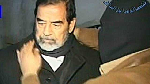 Extrait d'une vidéo montrant Saddam Hussein quelques instants avant sa pendaison, le 30 décembre 2006.