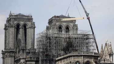 Les enquêteurs de la police scientifique ont commencé leurs investigations à Notre-Dame.