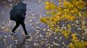 Un passant avec un parapluie (illustration).