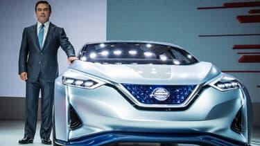 """Le PDG de Nissan, Carlos Ghosn, a dévoilé un concept de véhicule """"autonome"""", appelé """"Nissan Intelligent Driving"""" (IDS), qui prend totalement le relais du conducteur lorsque celui-ci le décide."""