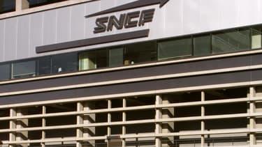 Direction et syndicats de la SNCF ont entamé lundi 17 octobre 2016 des discussions sur un forfait jours pour les personnels d'encadrement.