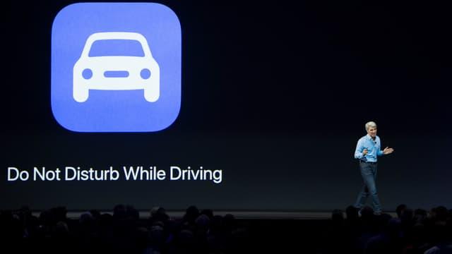 """Avec """"Do not disturb while driving"""", Apple veut limiter le fonctionnement du smartphone afin de ne pas distraire le conducteur."""
