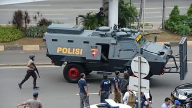 Deux civils dont un Néerlandais et cinq assaillants ont été tués dans les attaques perpétrées ce jeudi matin dans le centre de Jakarta - Jeudi 14 janvier 2016
