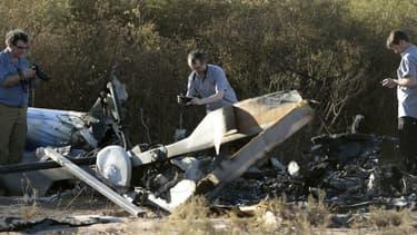 Trois experts du Bureau enquête analyse (BEA) enquête sur les lieux du crash des deux hélicoptères en Argentine