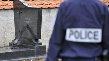 L'un des crucifix vandalisé au cimetière de Labry, en Meurthe-et-Moselle.
