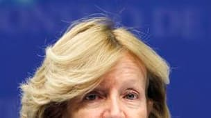 La ministre de l'Economie espagnole, Elena Salgado, dont le pays assure actuellement la présidence de l'Union européenne. Décidée à mettre un terme à la contagion de la crise grecque, l'Union européenne a frappé un grand coup dans la nuit de dimanche à lu