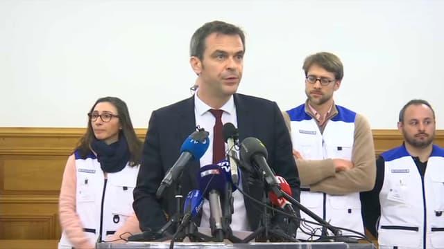 Olivier Véran en conférence de presse à Crépy-en-Valois.