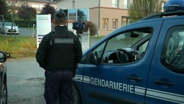 Un gendarme devant l'Ehpad de Lherm où cinq résidents ont trouvé la mort
