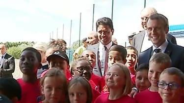 Emmanuel Macron lors de son déplacement sur une base de loisirs à Moisson, dans les Yvelines.