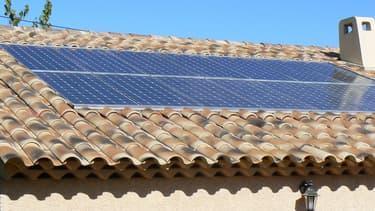 Une toiture solaire dans le Sud de la France (image d'illustration)