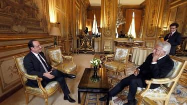 """L'ancien président du gouvernement espagnol, Felipe Gonzalez, reçu pendant plus d'une heure par François Hollande à l'Elysée vendredi, a mis en garde contre toute politique """"austéricide"""" en Europe, à laquelle il demande de donner des signes d'espoir, nota"""