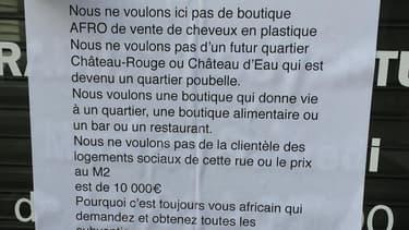 Anne-Marie Mendy, la gérante de Colorful Black, dans le 2e arrondissement de Paris, a relayé mercredi sur les réseaux sociaux la photo d'une affiche retrouvée placardée sur la devanture.