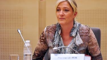 Marine Le Pen lors d'une conférence de presse au parlement européen