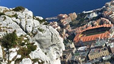 L'AS Monaco possède actuellement des avantages fiscaux, vivement critiqués par les clubs français.
