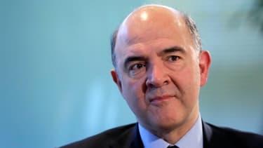 Pierre Moscovici a déclenché un tollé au sein de la classe politique, en annonçant l'abandon du projet d'encadrement des rémunérations patronales.