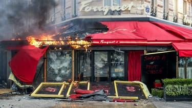 Le Fouquet's incendié le 16 mars 2019.