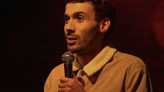 """Mustapha El Atrassi à l'affiche de son spectacle """"Troisième degré"""""""