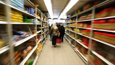 La consommation des ménages français en biens a baissé de 0,4% en janvier après -0,2% en décembre (contre -0,7% annoncé auparavant), sous l'effet du recul des achats d'automobiles, montrent les statistiques publiées mercredi par l'Insee. /Photo d'archives