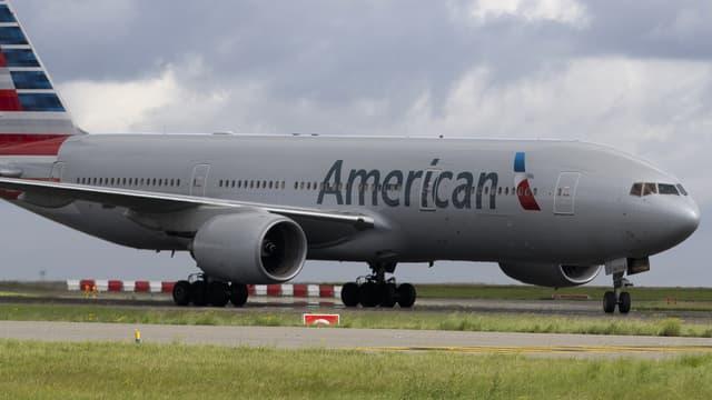Un avion de la compagnie American Airlines sur le tarmac de l'aéroport de Roissy-Charles-de-Gaulle, le 18 août 2014.