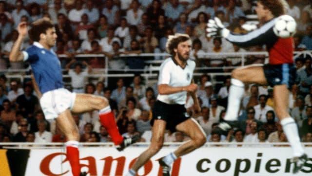 France-Allemagne 1982 : Harald Schumacher va percuter Patrick Battiston