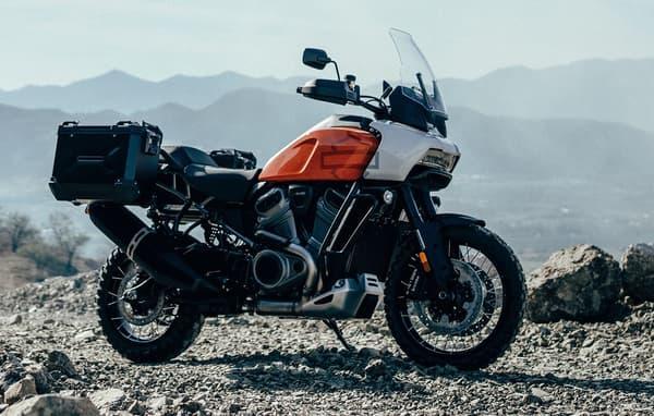 """Harley explique que La Pan America est """"une moto polyvalente conçue pour explorer l'inconnu et inciter à l'aventure"""""""