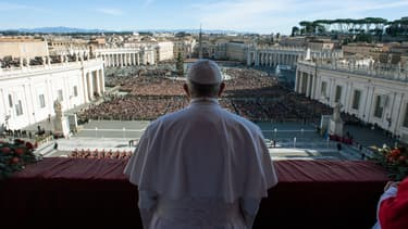 Le pape François devant une foule de fidèles à la basilique Saint-Pierre, au Vatican, le 25 décembre 2018. (Photo d'illustration)